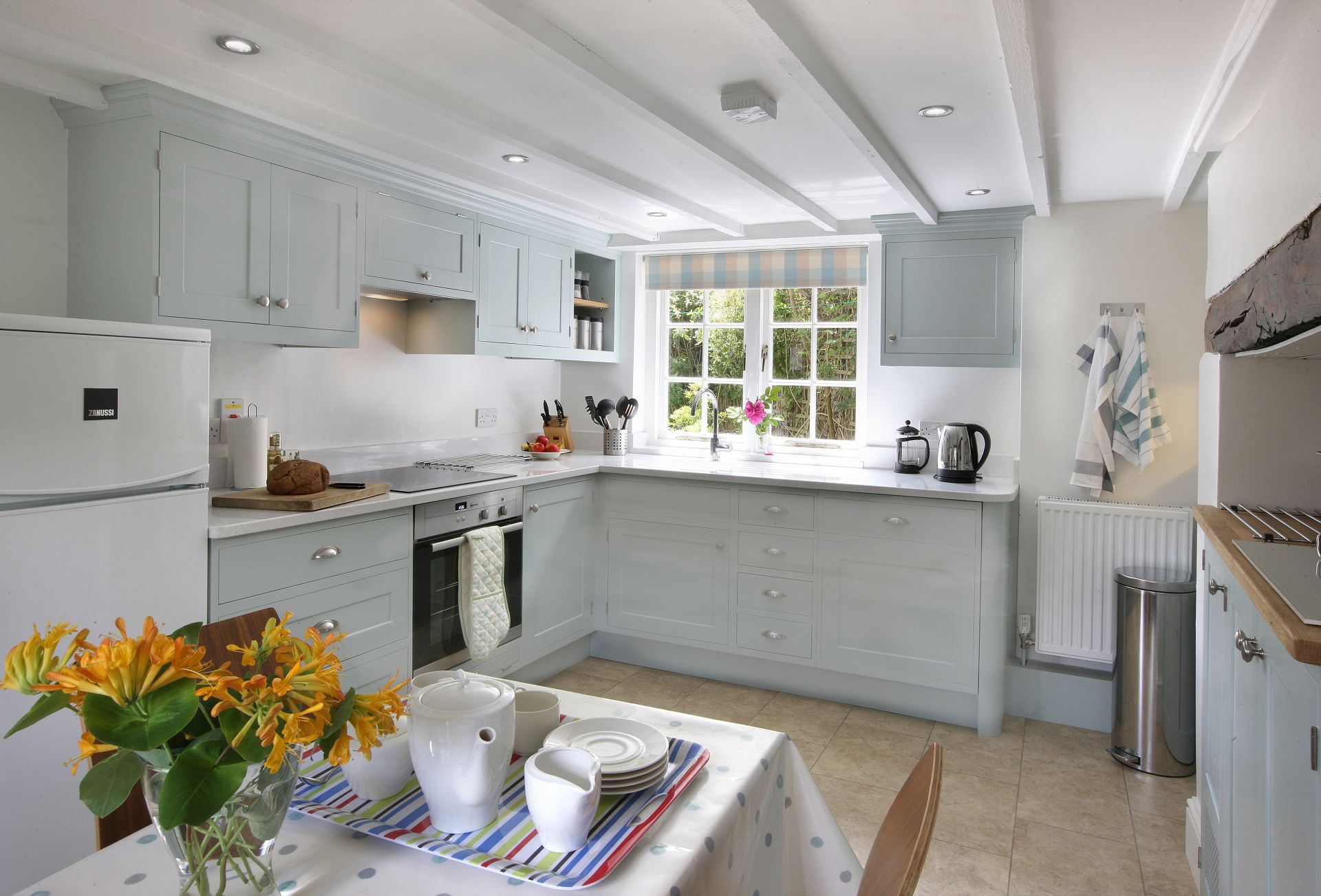 Odd Nod Cottage is located in Lulworth Cove and surrounding villages