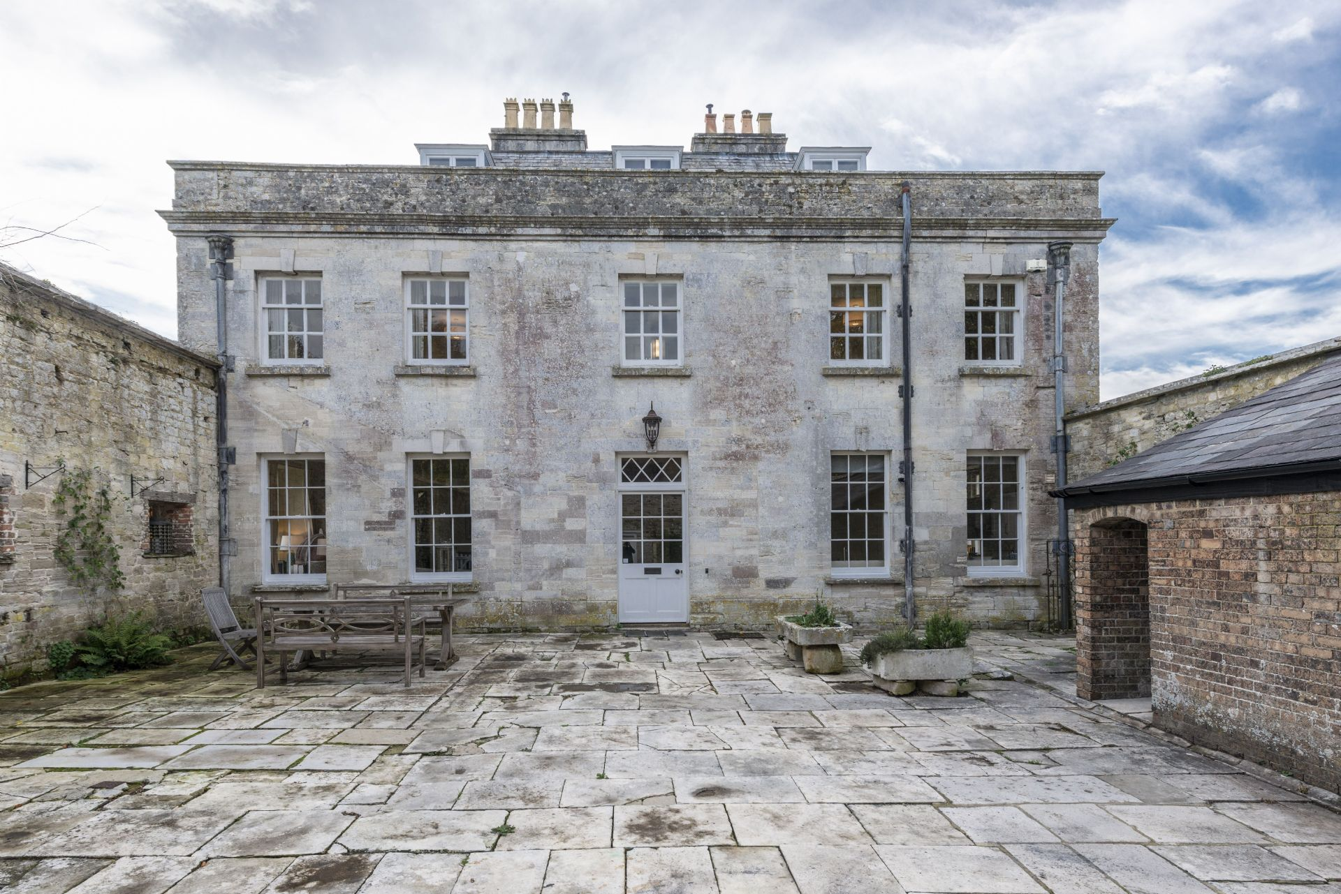 The Courtyard House is located in Dorchester and surrounding villages