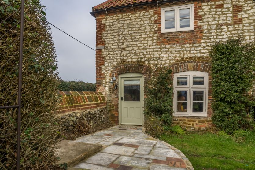 Orchard Cottage is located in Ringstead