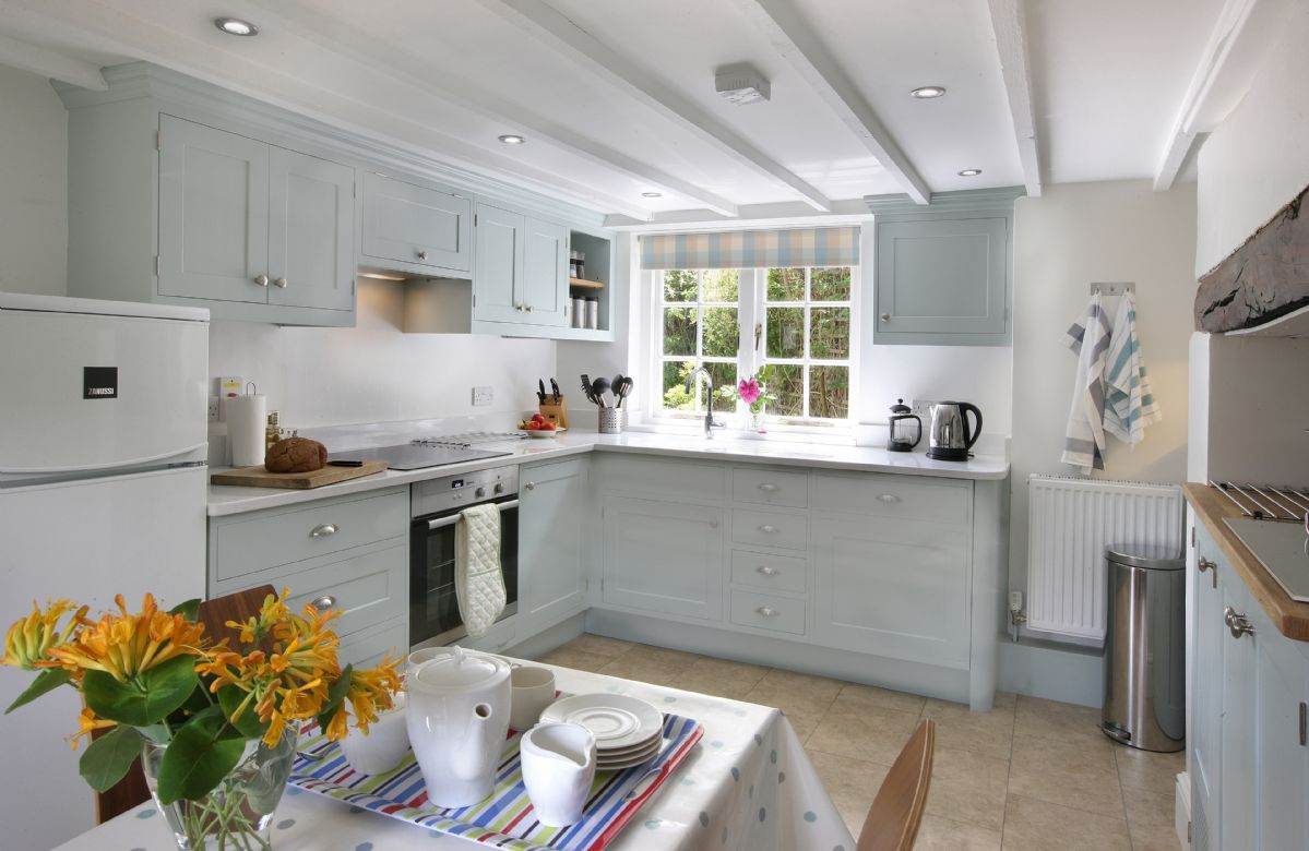 Odd Nod Cottage is located in Coombe Keynes