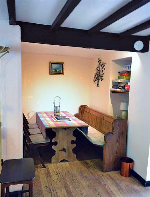 Farthing Cottage is in Bridport, Dorset