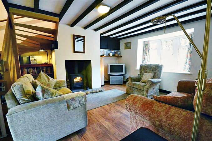 Farthing Cottage is located in Bridport